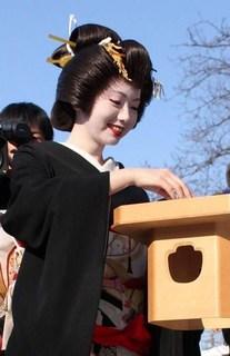 maiko_mamemaki.jpg